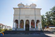 intrarea-in-biserica-inaltarea-domnului-din-plopeni-judetul-prahova