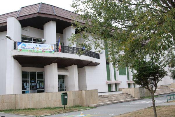 Casa-de-Cultura-Plopeni-si-Parcul-central-4